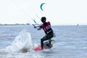 Kitefoil Kiteschulung Kitesurfen