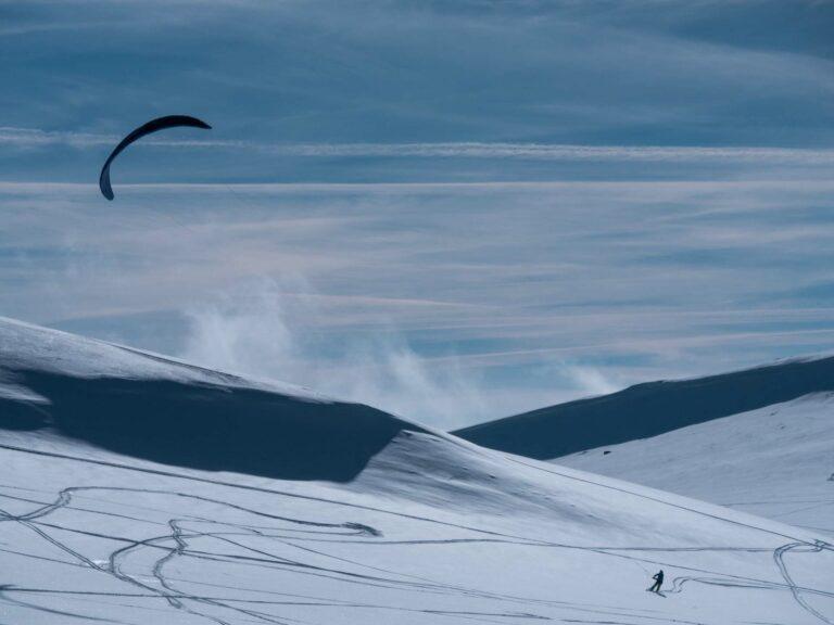 Kiter in Schneelandschaft