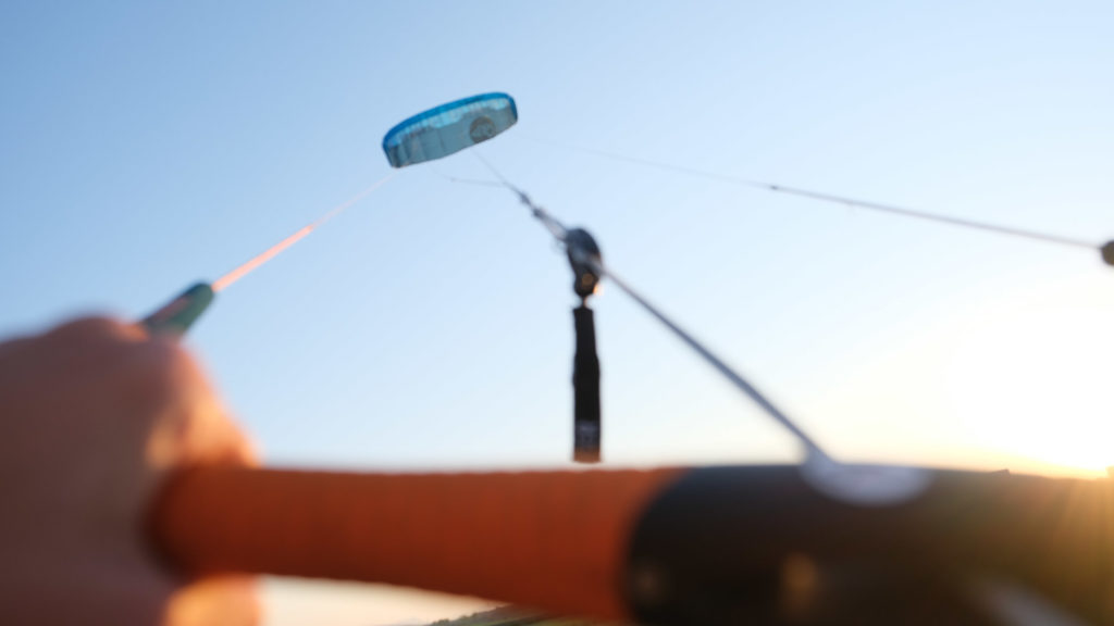 Aufnahme von einem Flysurfer Peak in der Luft