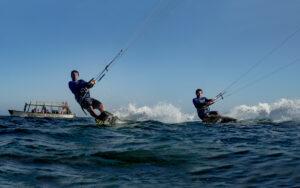 Patrick und Olsen beim Kitesurfen