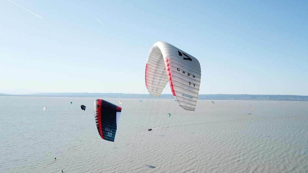Duotone Capa und Flysurfer Soul in der Luft