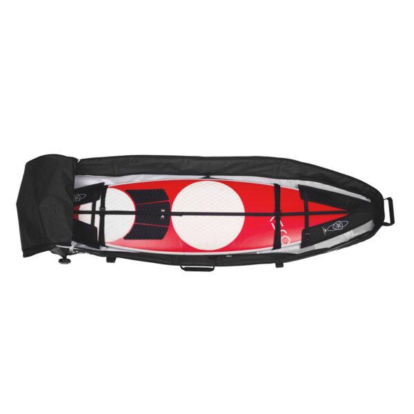 Wellenreiter mit Schutz in Boardbag