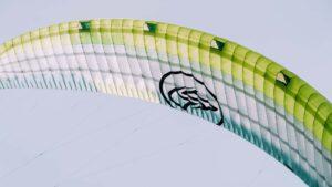 Flysurfer VMG von Vorne in der Luft