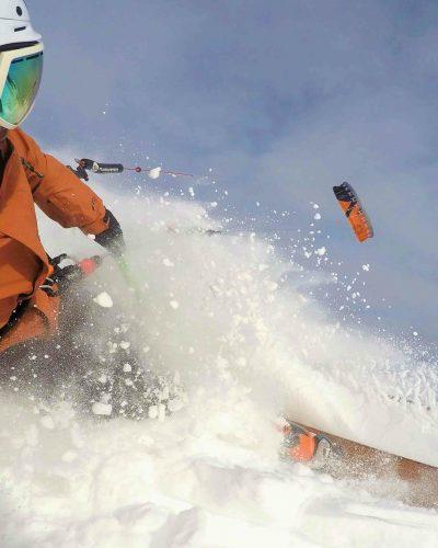Snowkiter im Pulverschnee